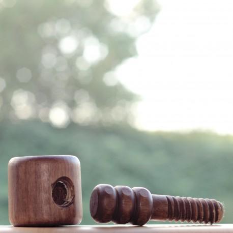 Wooden nut cracker 'Le insatiable'