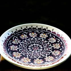 Turkish handmade plate from Kütahya 'Labyrinth of flowers'